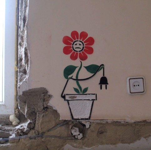 Такого рода граффити рисуется по принципу стенсила, тоесть по трафарету.