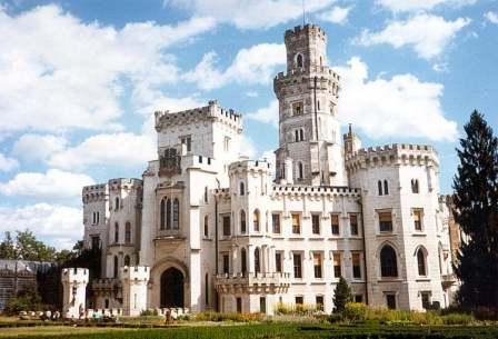 Один из самых посещаемых и роматических замков Чехии.  Комплекс замка в английском готическом стиле включает в себя...