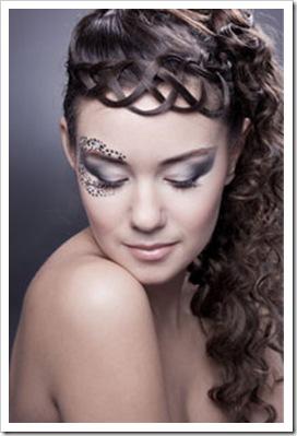 Праздничные прически для длинных волос требуют особого подхода.