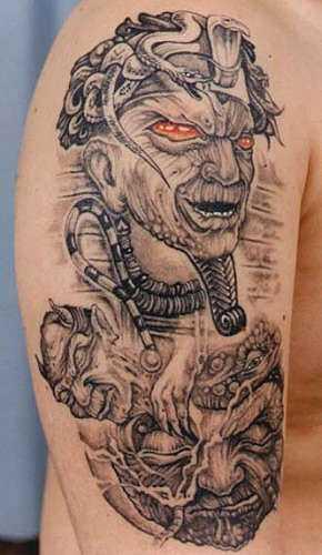 Татуировки прикреплеш еще в галереях
