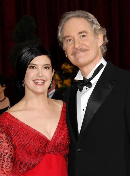 Kevin kline phoebe cates 2016 pictures to pin on pinterest for Phoebe cates and kevin kline wedding photos