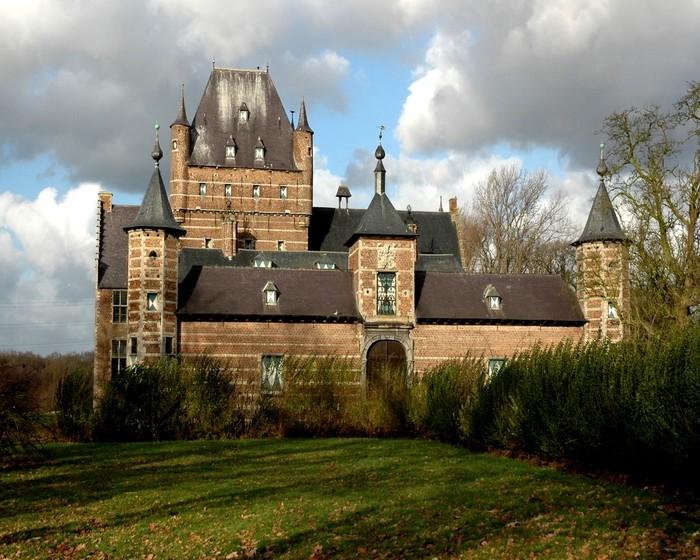 Красивый замок в Бельгии средневековые замки крепости европы фото обои.