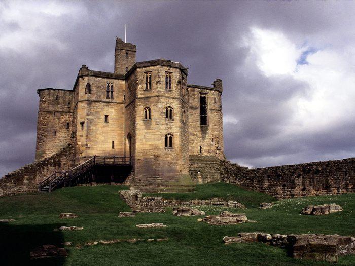 Замок warkworth англия