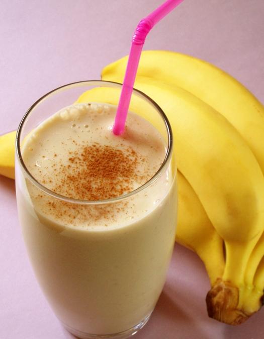 Банановый коктейль с молоком в блендереы с фото