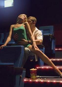 секс в кинотеатре порно онлайн