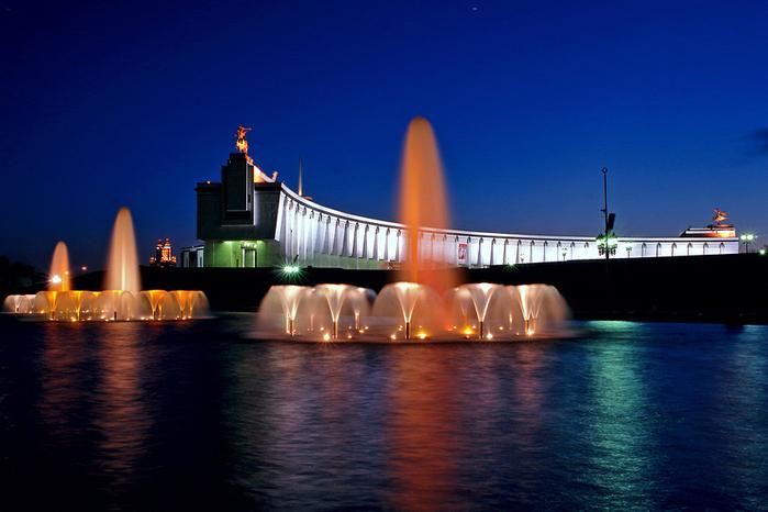 Поклонная гора- парк Победы.  Фонтаны с подсветкой.