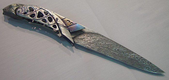 Все что может колоть, резать или стрелять.  Однако оружие...  Дамасские клинки чрезвычайно прочны, твердость их...