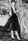 На фоне этой эпохи маленькое черное платье Коко Шанель выглядит вызовом...