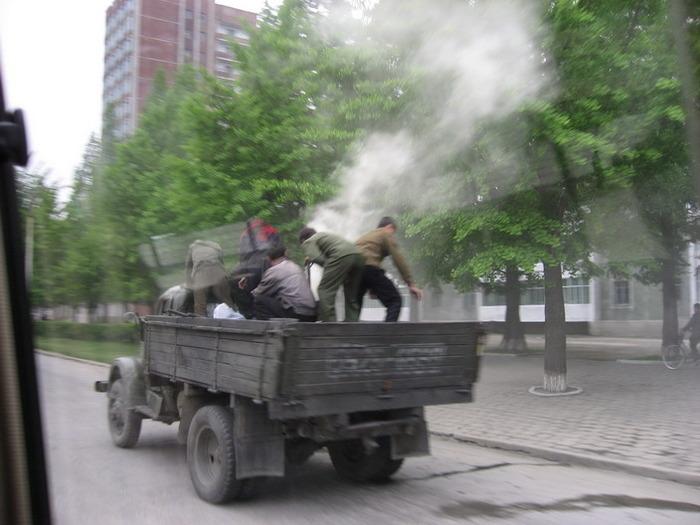nordkorea ffentl personennahverkehr in pyongyang. Black Bedroom Furniture Sets. Home Design Ideas