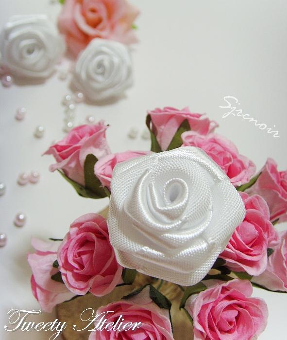 роза из атласной ленты своими