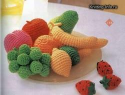 вязаные фрукты своими руками схемы схема; вязаный брелок; схемы вязания брелков крючклм; брелок клубничка вязанные...