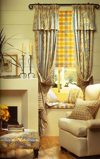 Не имеет смысла вешать в дачном или сельском доме шикарные шторы из шелковых нитей.  Стиль должен соответствовать.