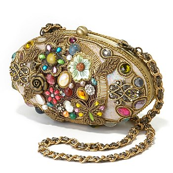 Богато декорированные разноцветным бисером, цветочными аппликациями из кожи и текстиля, великолепные