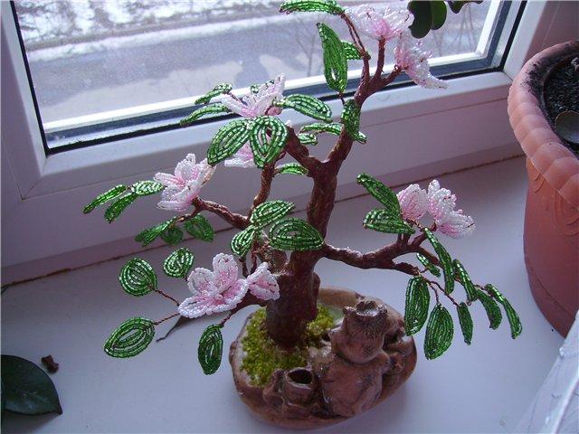 Урок по изготовлению дерева из бисера.  Подробности на сайте.