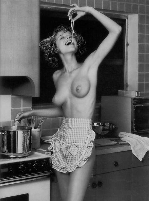 Эро девочек на кухне 13 фотография
