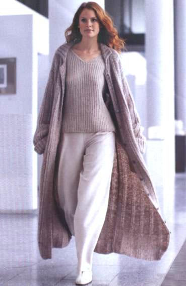 вязаное пальто модели.
