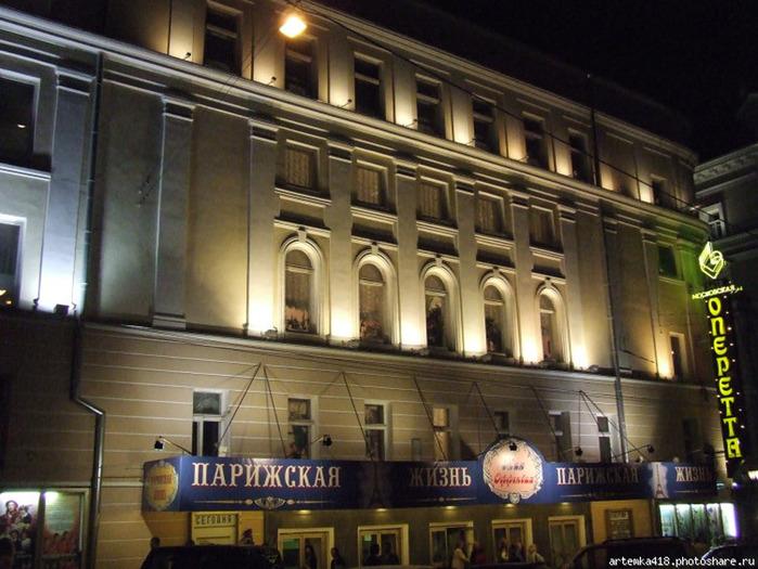 """в 1927 году в помещении театра  """"Аквариум """" опереттой М.Багриновского  """"Игра с джокером """" (постановка Р.Симонова и..."""