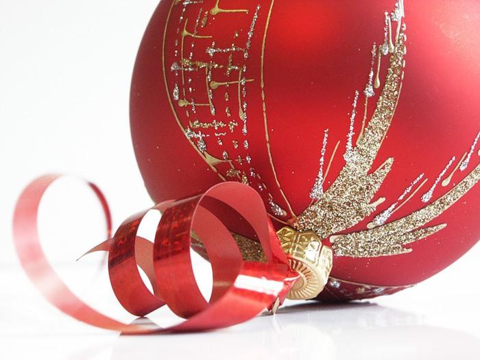 ...вас и ваших близких с наступающим Новым Годом и Рождеством.  Мы желаем вам.