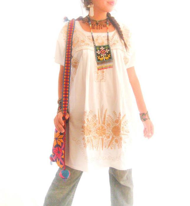 Этностиль в одежде.  В основном тут представлены чудесные вышиванки.