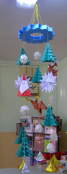 Новогодняя карусель оригами.  Схемы и инструкции.  Более подробно и масштабно карусель можнорассмотреть.