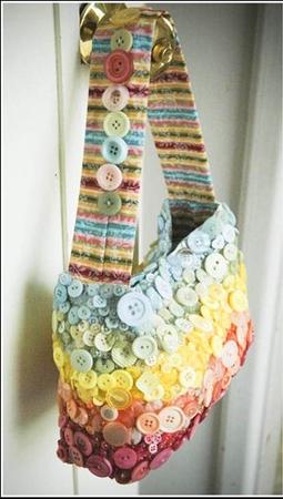 """Пуговичная """" радуга прекрасный декор для летней сумки."""