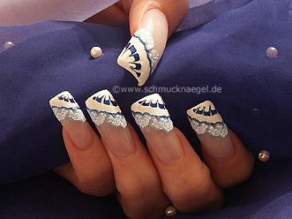 Воздушное кружево1.  Белый лак для ногтей 2. Синий блестящий косметический карандаш для ногтей 3. Наклейки для ногтей