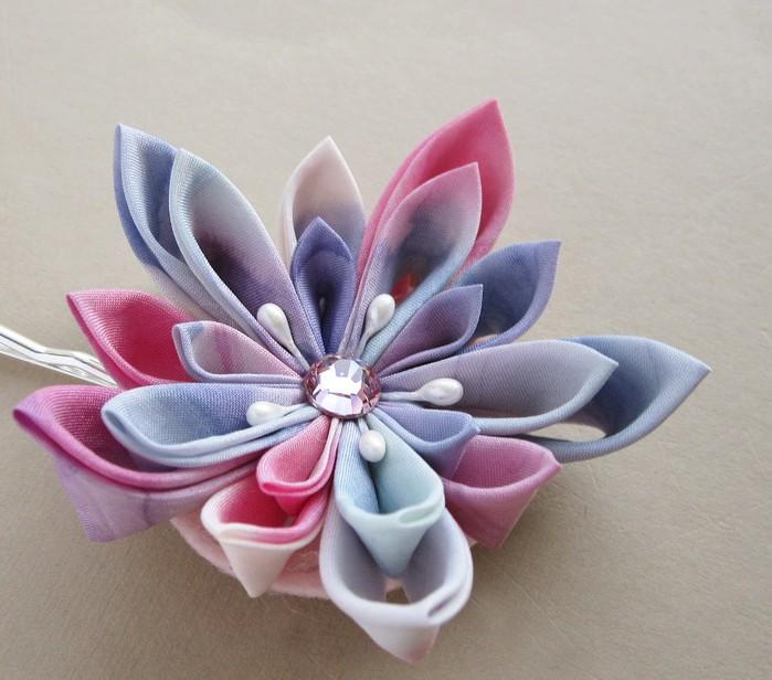 Цветы из лент своими руками.