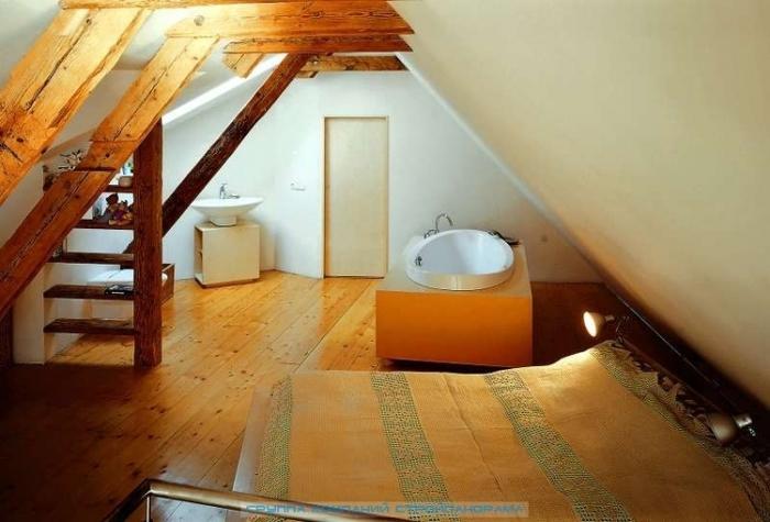 Мансарда Оригинально отделанная мансарда дополняет жилой объем дома...