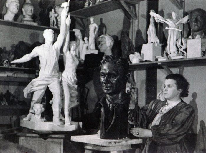 Скульптурная группа Веры Мухиной