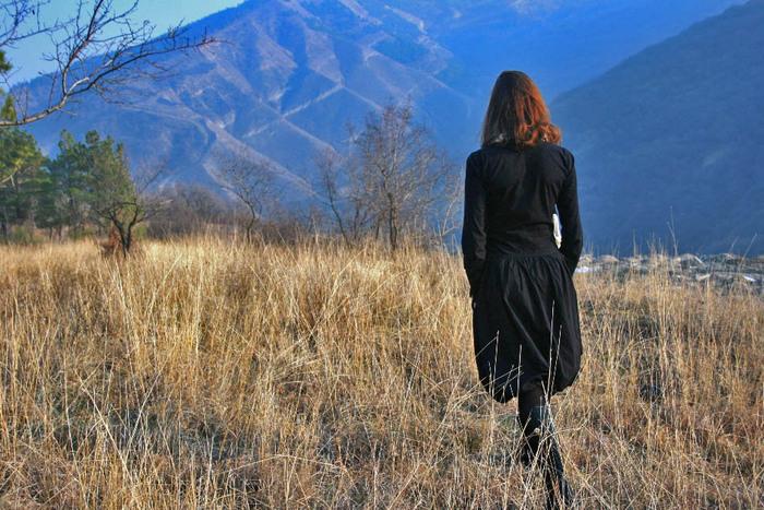 Картинки девушек спиной осенью