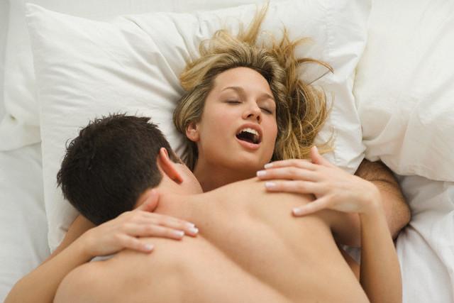 Как женщине получить оргазм