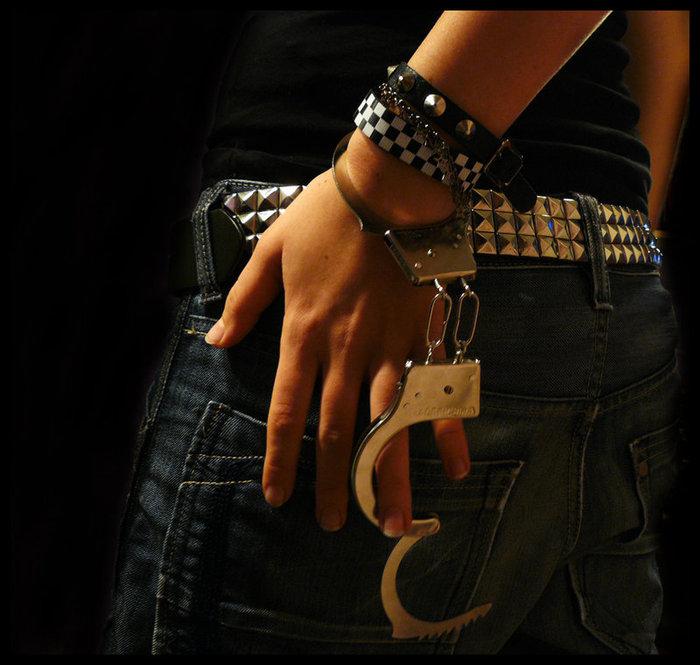 Фотосеты девушек в наручниках фото 103-357