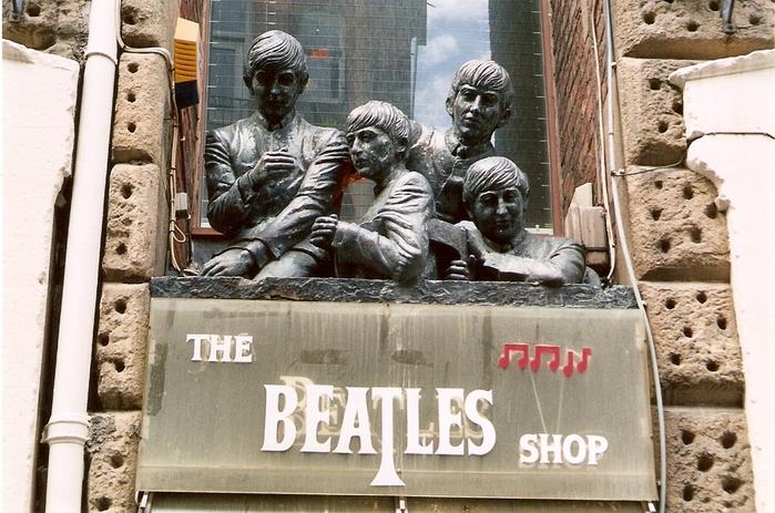 Памятник Beatles в Ливерпуле