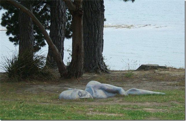 спящий человек, памятник на Тасмании