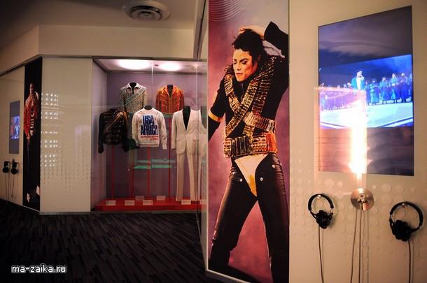 """Майкл Джексон в музее """"Грэмми"""", Лос-Анджелес, штат Калифорния."""