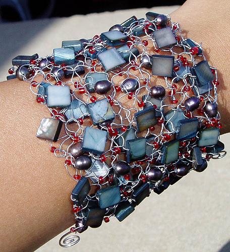 Вязанные браслеты из проволоки