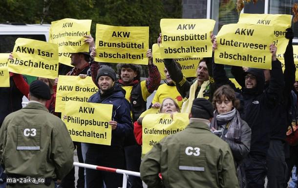 Анти-ядерные активисты, призывающие к закрытию нескольких атомных электростанций в Германии.
