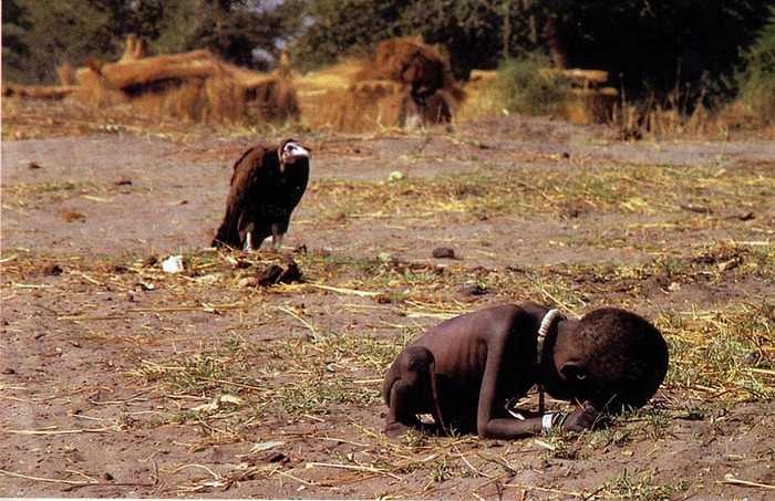 погибающая от голода девочка в Судане