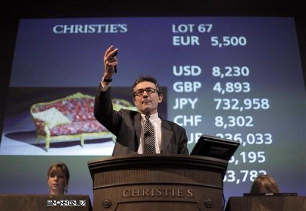 Во время аукциона французского дизайнера Ив Сен Лоран, 17 ноября 2009 в Париже. Продажа организована Christie's с 17 по 20 ноября.
