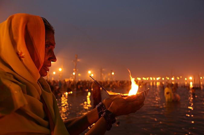 Священное омовение в реке Ганга,14 января 2010 года.