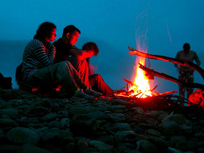 ВИДЕО: 5 способов разведения огня от солнца и 5 способов — с помощью воды!