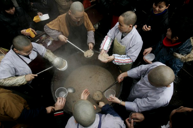 Традиционный лаба фестиваль, Хэфэй, провинция Аньхой, Китай, 22 января 2010 года.