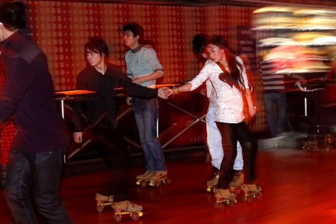 Мир переходит на роликовые коньки с диско, Шанхай, Китай, 19 января 2010 года.
