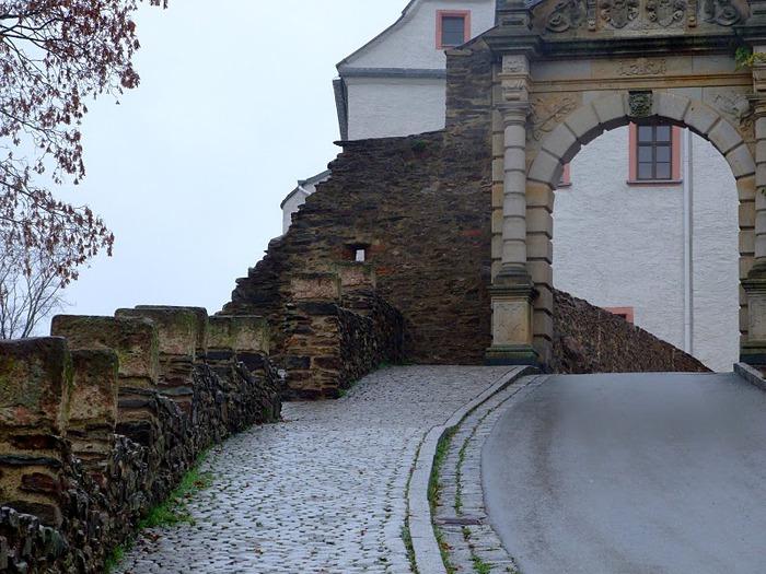 Крепость Шарфенштайн (нем. Burg Scharfenstein) 30133