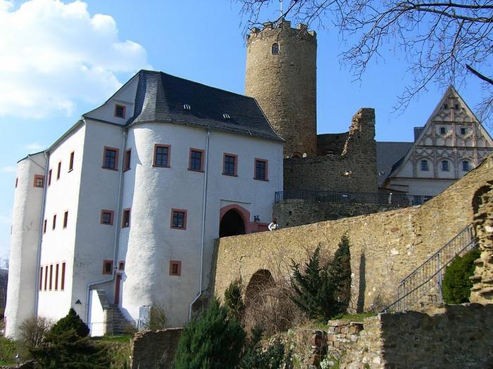 Крепость Шарфенштайн (нем. Burg Scharfenstein) 84678