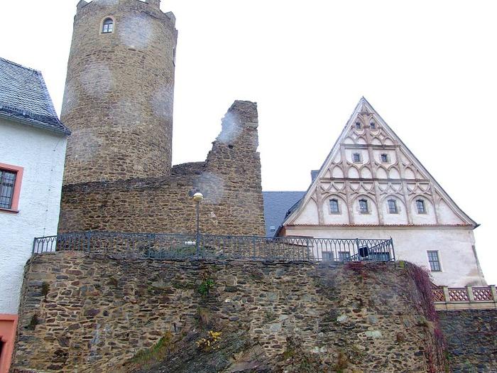 Крепость Шарфенштайн (нем. Burg Scharfenstein) 14448