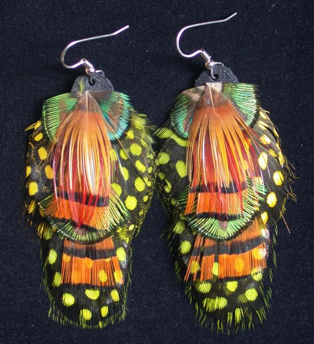 earrings made ​​of feathers