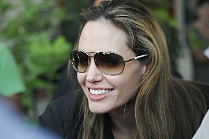 Анджелина Джоли приехала на Гаити с двухдневным визитом, Порт-о-Пренс, 9 февраля 2010 года.