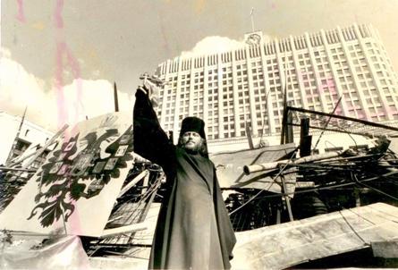http://img1.liveinternet.ru/images/attach/c/1//55/399/55399811_MONAH_GERMOGEN_U_BELOGO_DOMA__AVGUST_1991.jpg
