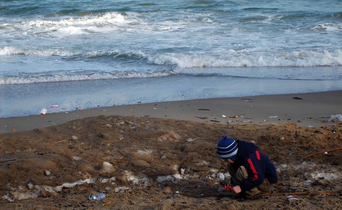дети на море, ребёнок на берегу